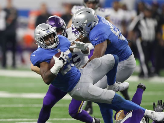 Ameer Abdullah runs the ball against the Vikings during the fourth quarter Nov. 23, 2017 at Ford Field.