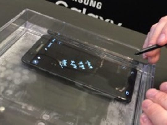 You can write on the Note 7 screen when it is underwater.