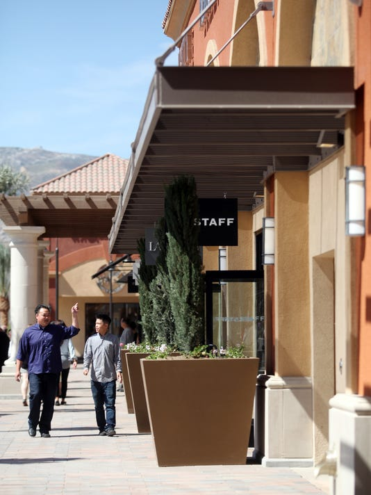 0f0851fa1b2 Desert Hills Premium Outlets welcomes new stores