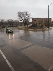 The intersection of East Grand Avenue and Lincoln and