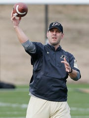 New quarterbacks coach Tim Lester during spring football