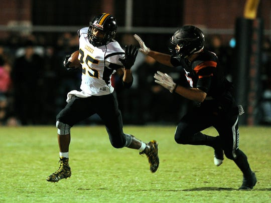 Cisco's wide receiver KJ Kelley (25) tries to get past