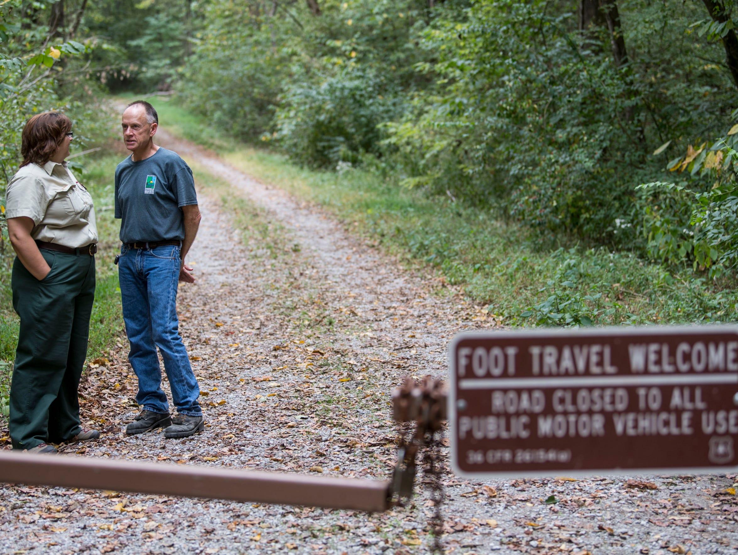 Sue Hirsch of the USDA Forest Service talks with Scott