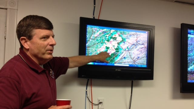 Bedford County EMA Director Scott Johnson talks with staffers at EMA headquarters in Shelbyville, Tenn.