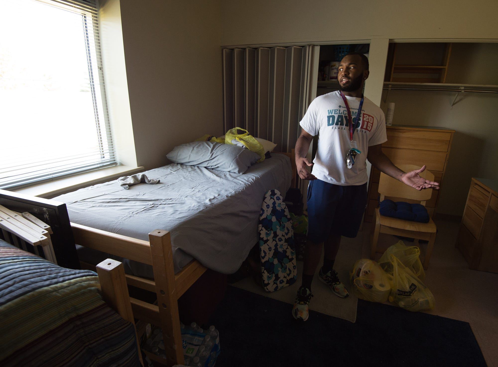 Sophomore Isaiah Mobley Moving Into His Dorm Room At Part 95