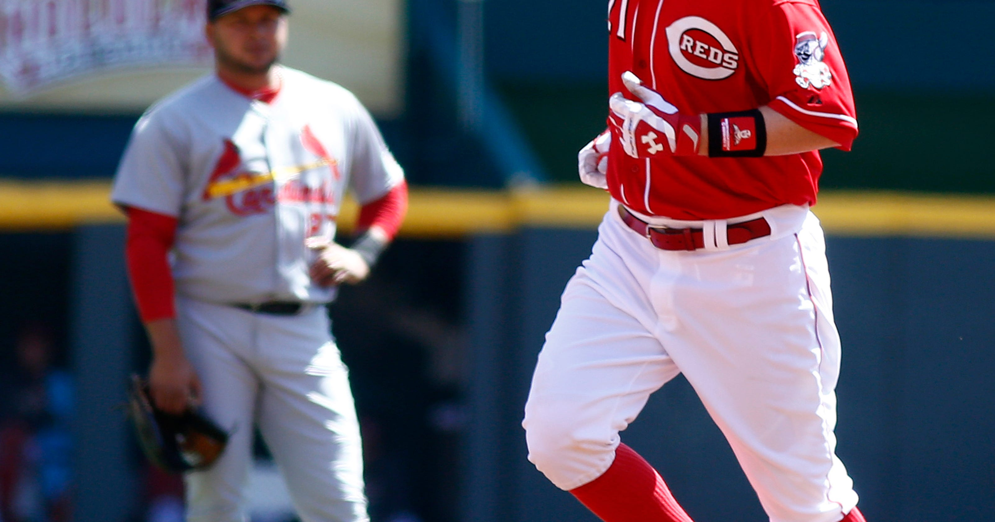Reds fall to Cards 4-1 for 1st loss of season