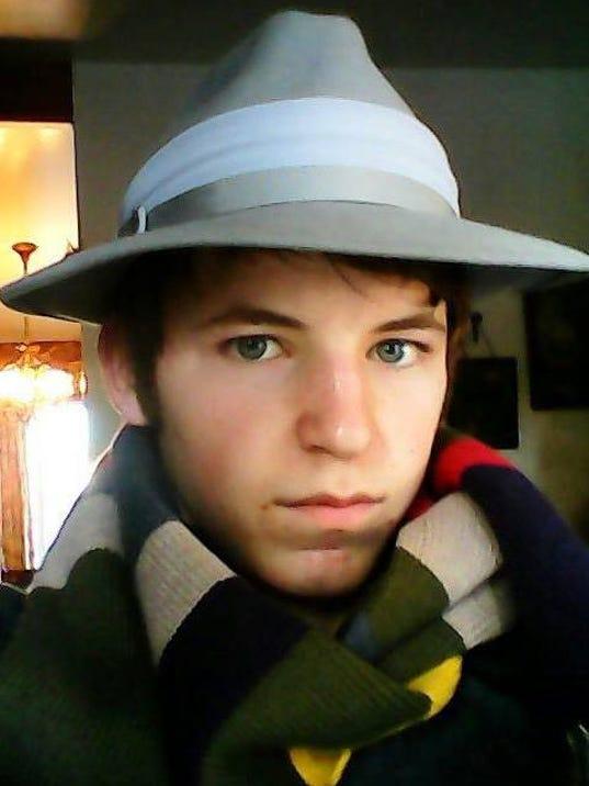 -caleb shalz scarf.jpg_20140214.jpg