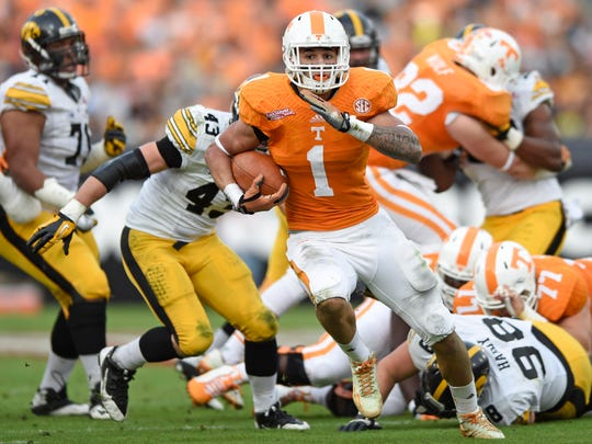 Tennessee running back Jalen Hurd (1) runs for his
