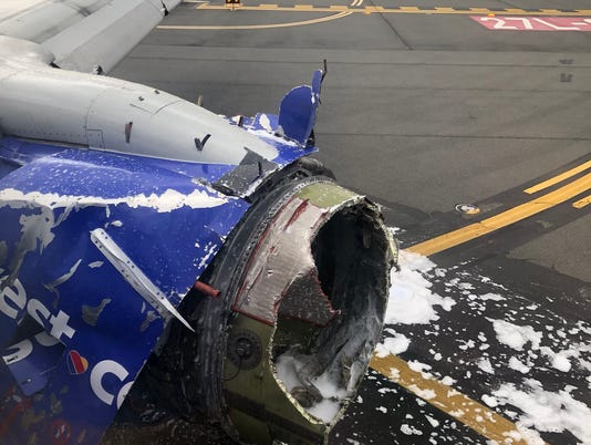 USP NEWS: SOUTHWEST AIRLINE EMERGENCY LANDING A USA PA