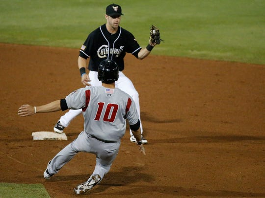 Chihuahuas Dusty Coleman gets the ball in time to put