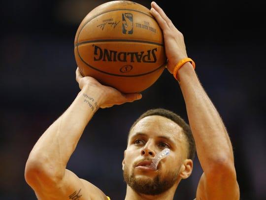 Golden State Warriors guard Stephen Curry (30) shoots