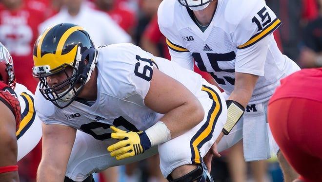 Michigan's Graham Glasgow preparing to snap the ball to quarterback Jake Rudock.