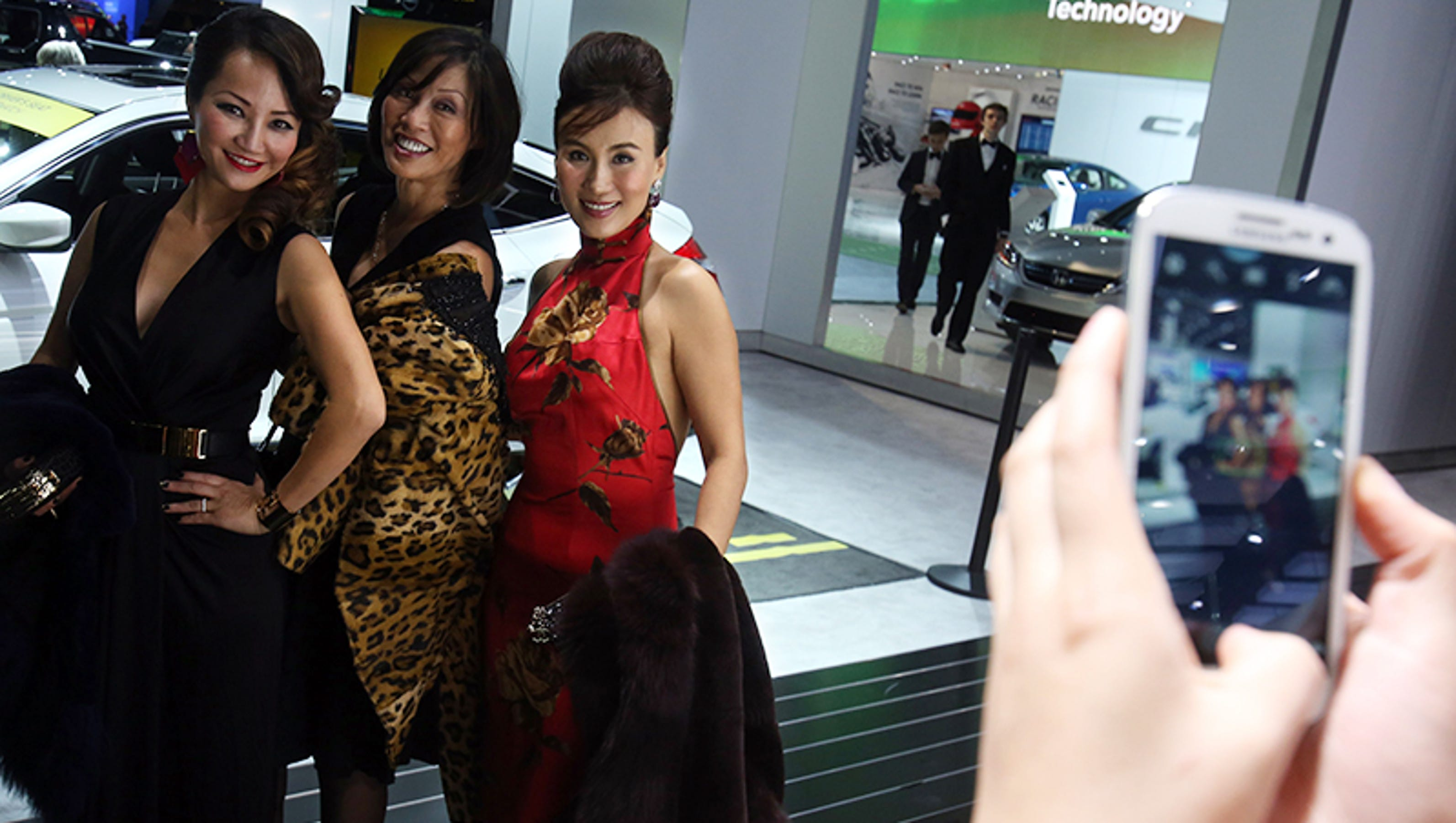 Autoprom Blog Recap Glamour And Gowns At The Naias Charity Preview