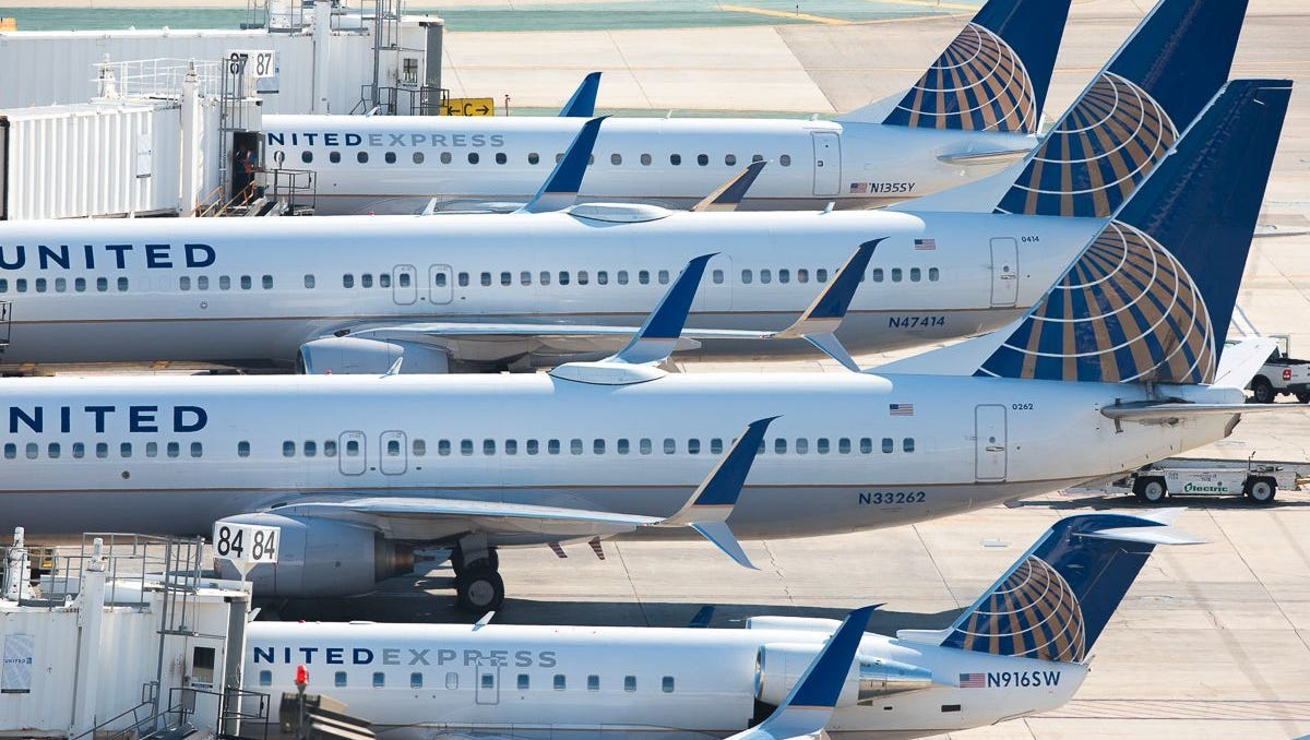 United Airlines stock loses altitude, sheds $255 million in value