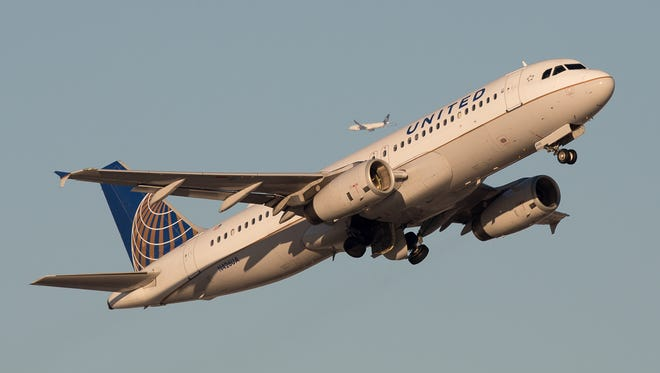 A United Airlines Airbus A320 departs Canada's Vancouver International Airport in December 2016.