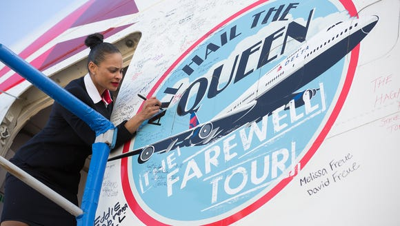 A crew member writes a farewell after the last Boeing