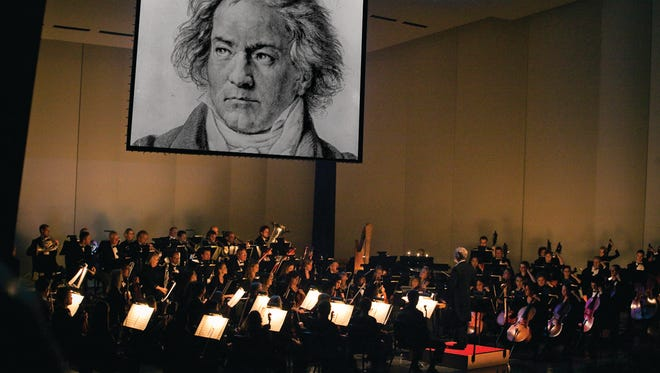 The Des Moines Symphony's multimedia performance of Beethoven's Fifth Symphony used video and narration to explain how the piece was written.