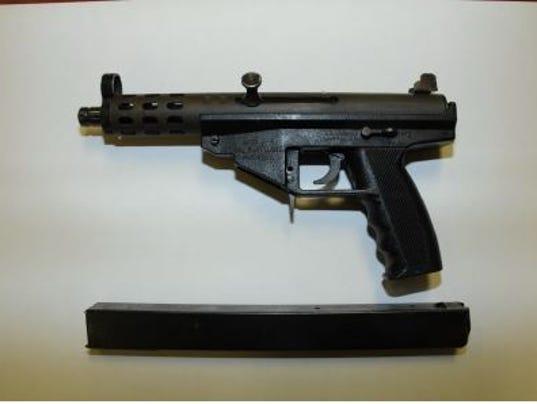 635648854831433577-gun-from-BP-Duke-Station-aggravated-robbery