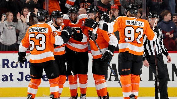 Wayne Simmonds' power-play goal put the Flyers in cruise control for the rest of their win over the St. Louis Blues.