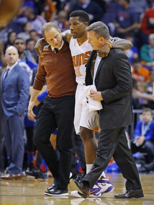 Phoenix Suns guard Eric Bledsoe (2) is helped off the court after being injured in the first half of their NBA game against the Philadelphia 76ers Saturday, Dec. 26, 2015 in Phoenix, AZ.