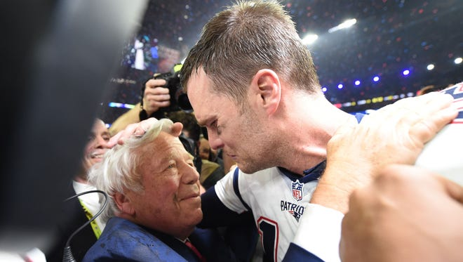 New England Patriots owner Robert Kraft and Tom Brady #12 of the New England Patriots celebrate after defeating the Atlanta Falcons during Super Bowl 51 at NRG Stadium on February 5, 2017 in Houston, Texas.  The Patriots defeated the Falcons 34-28 after overtime.  / AFP PHOTO / Timothy A. CLARYTIMOTHY A. CLARY/AFP/Getty Images ORG XMIT: Super Bow ORIG FILE ID: AFP_LG1T4