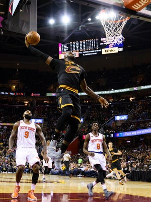 LeBron James (23) dunks in the first half during the Cavaliers' win against the Knicks.