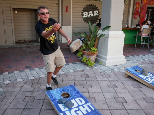 Stuart Duncan of Weddington, North Carolina, tosses