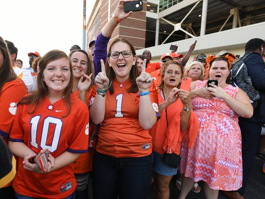 Clemson fans wait on the team to arrive at Louisville's