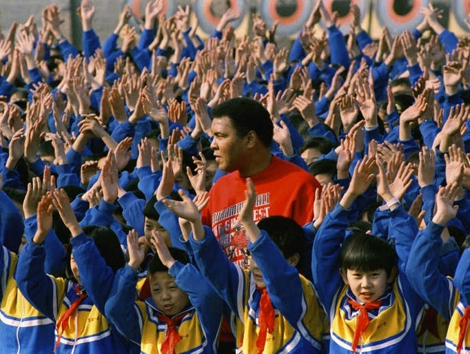 Muhammad Ali surrounded by hundreds of Chinese school
