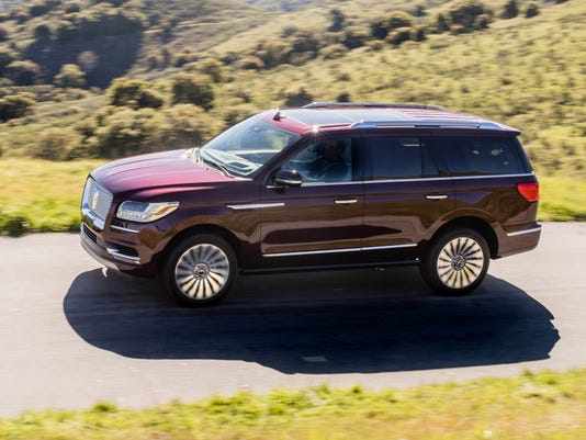 636468730808390219-2018-Lincoln-Navigator-Black-Label.JPG
