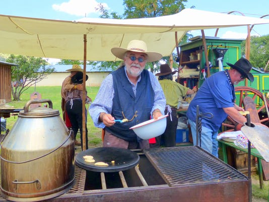 old lincoln days chuck wagon cooking  demonstration