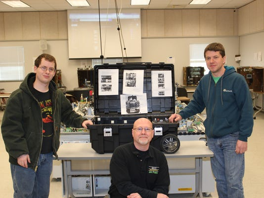636258881720421024-SCC-Mechatronics-students-and-instructor.JPG