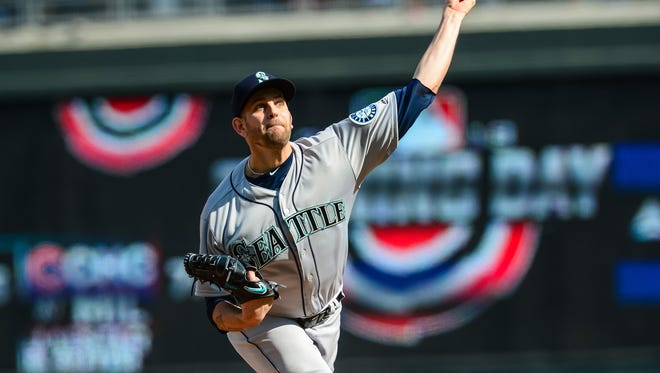Seattle Mariners starting pitcher James Paxton had a close encounter with a bald eagle.