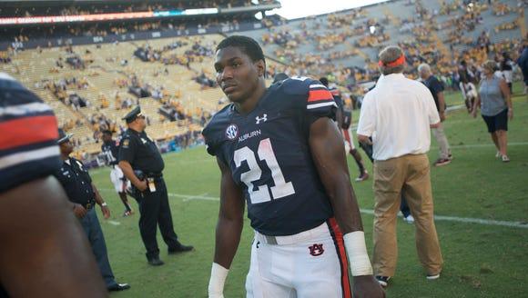 Auburn Tigers running back Kerryon Johnson (21) walks