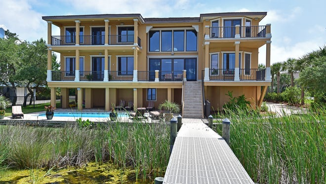 483 Deer Point Drive, the raer view.