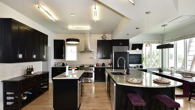 1318 Soundview Trail, the spacious kitchen with a center island and bar seating.