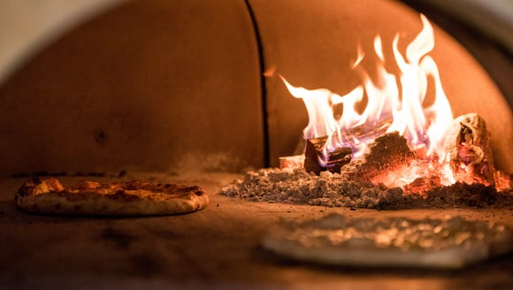 Central Pizza will offer wood-fired pizzas in downtown