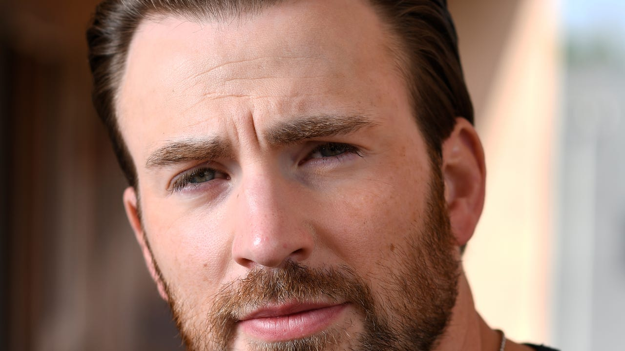 Chris Evans, who raises a 7-year-old genius in 'Gifted,' remembers his own elementary-school years for USA TODAY.