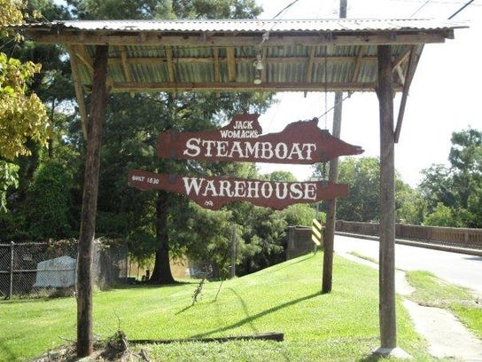 Steamboat Warehouse offers an evening get-out-of-town-feeling