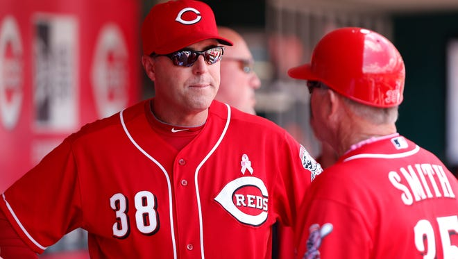 Reds manager Bryan Price talks with first base coach Steve Smith during a game May 11.