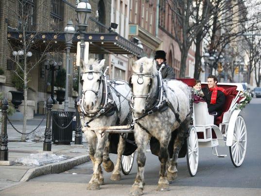 636473923062521322-ChristmasInBethlehem-CarriageRide08-DiscoverLehighValley-AngCaggiano.jpg