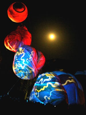 Plasticiens Volants will light the Fringe's night sky with balloons.