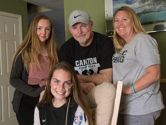 Makenzie Carpenter with her family, sister Chelsi,