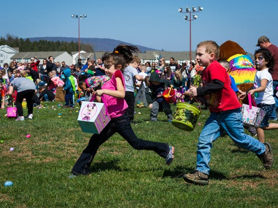 Kids in the 5-6 age group collect eggs at the ninth