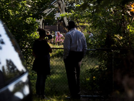 October 6, 2016 - People watch as Memphis police dig