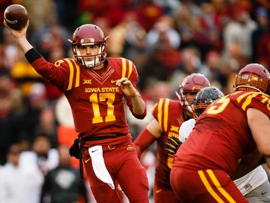 Iowa State Cyclones quarterback Kyle Kempt (17) passes