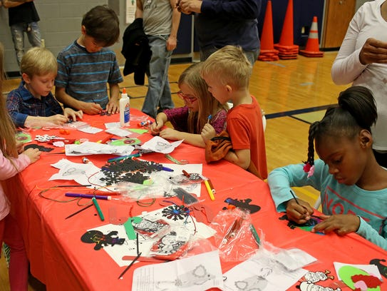 Kids create ornaments at the Wichita Falls Parks and