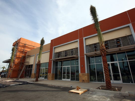 Blaze Pizza Habit Saks Off 5th Coming To Palm Desert