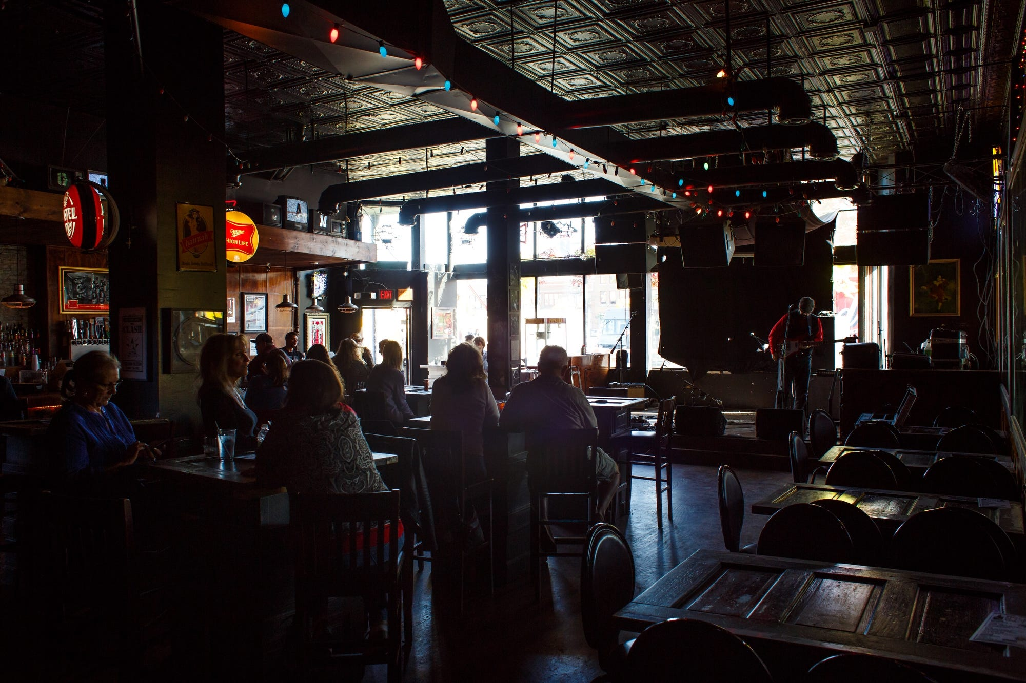 Beautiful People Gather At The Gas Lamp Bar In Downtown Des Moines