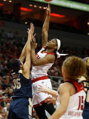 Louisville's Myisha Hines-allen lead all scorers with 25 points in the game against Pittsburgh. Feb. 28, 2016